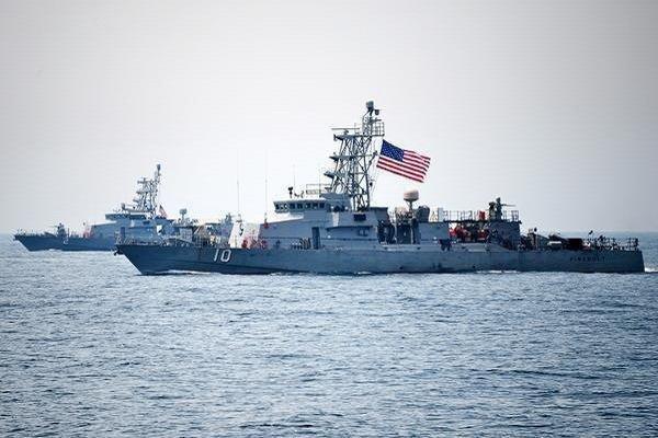 تردد دو ناو آمریکایی در نزدیکی جزایر مورد مناقشه دریای چین جنوبی