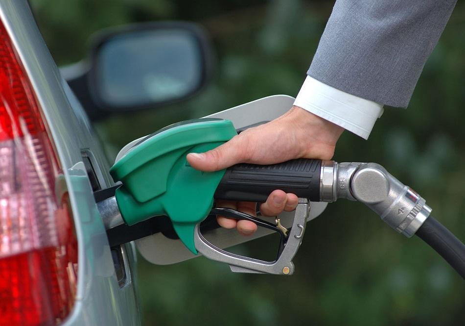 افزایش بی سابقه بهای سوخت در انگلیس با لغو معافیت های نفتی ایران