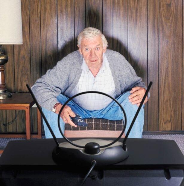 سالمندان آمریکایی به تلویزیون بیشتر از کتاب علاقه دارند