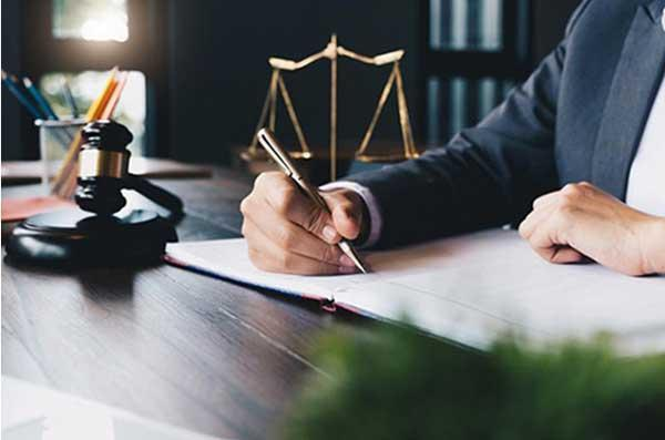 در چه مواردی ضروری است یک وکیل یا مشاوره حقوقی داشته باشیم؟
