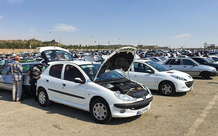 خودرو های احتکار شده وارد بازار شد، بازار خودرو در انتظار ابلاغ قیمت های جدید
