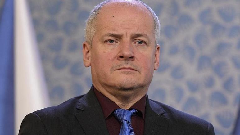 حضور بدون ماسک وزیربهداشت چک در رستوران، نخست وزیر: برکنارش می کنم