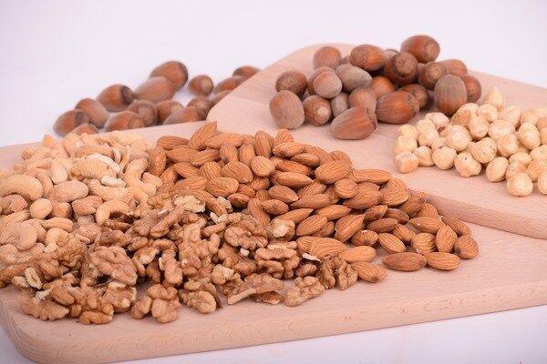 بیش از حد آجیل و دانه های طبیعی می خورید؟ منتظر این عواقب باشید!