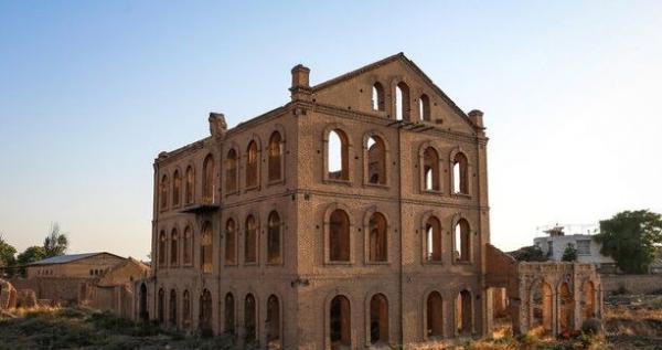 خبرنگاران میراث فرهنگی قزوین برای بازسازی مشارکتی کارخانه قدیمی آرد آمادگی دارد